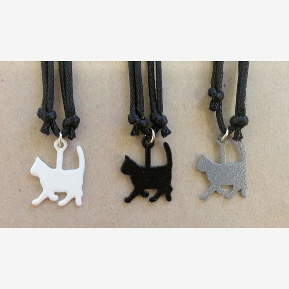 CHARM CAT WITH LEATHERSTRAP 20MM